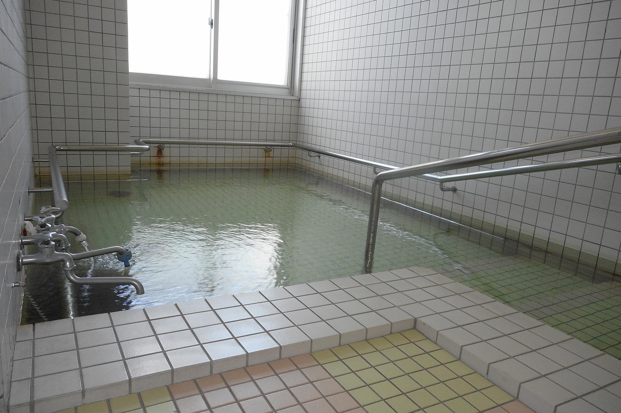 高齢者生活福祉センターかたくりの園 浴室